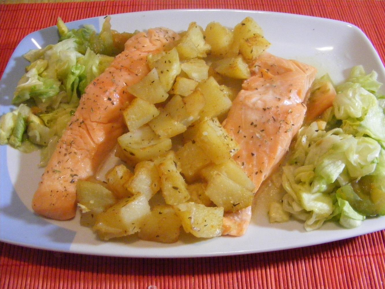 Salmon con patatas al vapor a las finas hierbas en for Cocinar para 8
