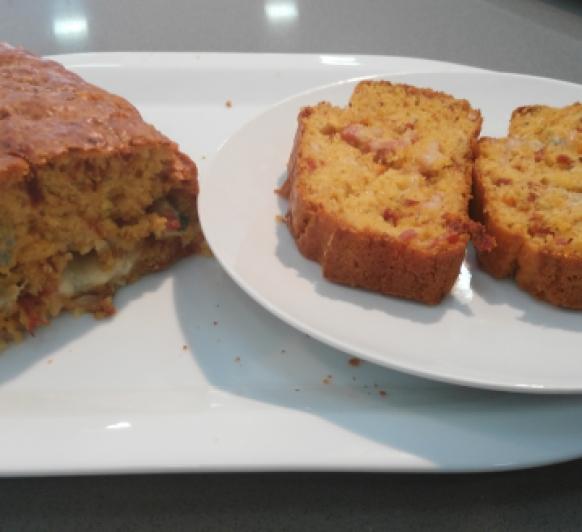 CAKE DE TOMATES SECOS, GORGONZOLA Y BEICON