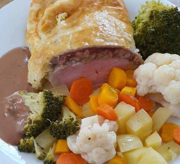 Solomillo Wellington con salsa de carne y verduras con Thermomix®