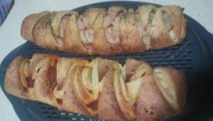 Pan de ajo con beicon y salami Thermomix®